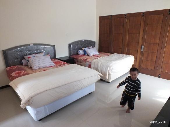 Salah satu kamar yang tersedia di Home Stay Sakinah.